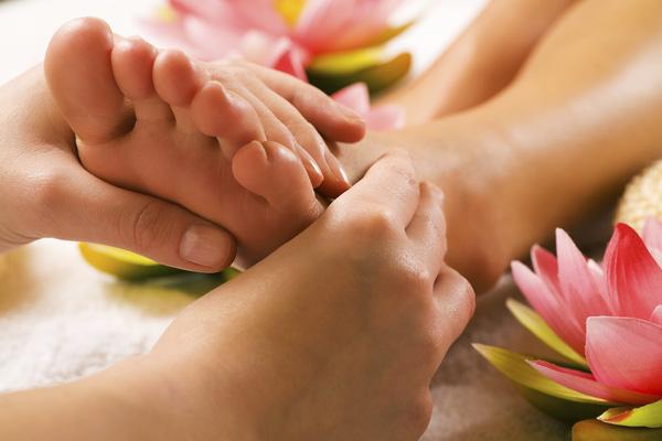 Bạn chỉ cần xoa bóp bàn chân 15 phút trước khi ngủ là đã được hưởng lợi ích không ngờ