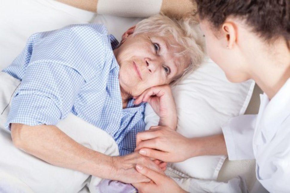 Chăm sóc bệnh nhân ung thư phổi giai đoạn cuối đang điều trị